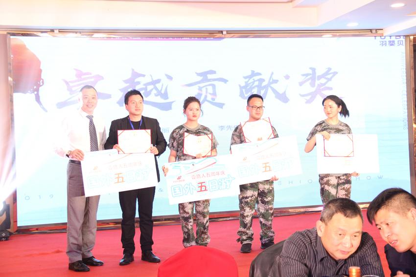 首席金牌讲师汤光荣老师颁发卓越贡献奖.JPG
